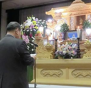 特定秘密保護法を成立させた国会に抗議を込めた「葬式」=2014年2月、高知市、日本一新の会提供