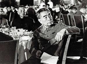 晩餐会で田中角栄首相のスピーチに聴き入る周恩来首相=1972年9月25日、中国・北京の人民大会堂
