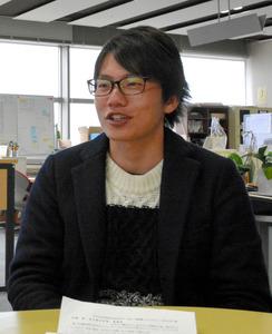 支援への意気込みを語る堤優太さん=熊本市中央区手取本町