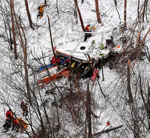 防災ヘリが墜落した現場=5日午後5時23分、長野県の鉢伏山付近、本社ヘリから、竹花徹朗撮影