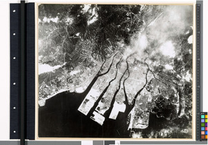 原爆投下翌日の1945年8月7日、広島の爆心地周辺の空撮画像。火災とみられる煙も見える。広島市立大・橋本健佑氏が写真を高解像度化した(広島平和記念資料館提供)