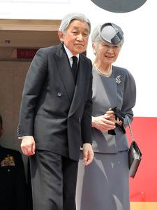 ベトナム、タイ訪問を終え、帰国の途につく天皇、皇后両陛下=6日午前11時59分、タイ・バンコク、代表撮影