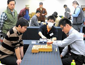 昨年の全国大会決勝。中川慧梧さん(左)が優勝した=東京都港区 全国大会の組み合わせ