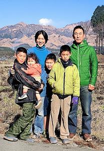 大津家。自然の中での子育ても移住の理由だった=熊本県南阿蘇村