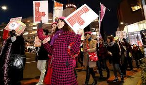 「ウィメンズ・マーチ東京」でデモ行進する女性たち=8日、東京都渋谷区、遠藤啓生撮影