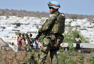 南スーダンの首都・ジュバで活動する陸上自衛隊PKO派遣部隊の隊員=2016年11月