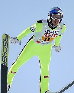 ノルディックスキー世界選手権の男子ジャンプ団体で銅メダルを獲得したシュリーレンツァウアー=林敏行撮影