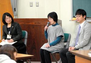 フォーラムで登壇した土田裕美子さん(中央)、日比晴久さん(右)ら=草津市笠山7丁目