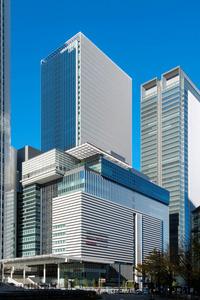 4月に全面開業するJRゲートタワー。手前の低層棟の2階に保育所が入る(ジェイアールセントラルビル提供)