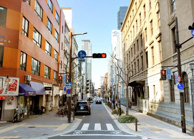 電柱が姿を消し、歩道が広がった三休橋筋=大阪市中央区