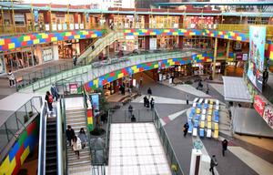 金山総合駅直結の商業施設「アスナル金山」=名古屋市中区
