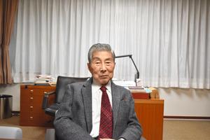 比較文学者の芳賀徹さん=静岡市
