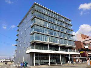 完成したオフィス棟「南海和歌山市駅ビル」=南海電鉄提供