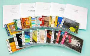 吹奏楽の「国産曲人気」を後押しした響宴のCDと楽譜=出版社「ブレーン」の東京支社