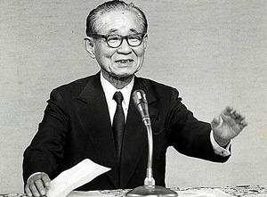 中曽根内閣の官房長官を務めた後藤田正晴。「憲法9条の改正は不要」とのちに語っていた=1986年7月、首相官邸