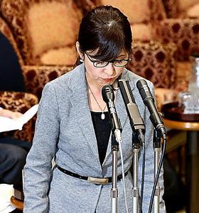 参院予算委で、答弁を撤回して謝罪する稲田朋美防衛相=14日午後3時4分、岩下毅撮影