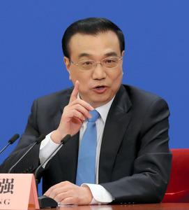 全人代が閉幕し、会見にのぞむ李克強首相=15日午前10時34分、北京、矢木隆晴撮影