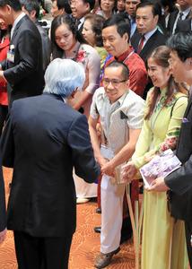 両陛下、ドクさんと初対面