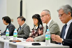 早稲田大学の長谷部恭男教授(右から2人目)らが「共謀罪」への反対を表明した=東京都千代田区の衆院第1議員会館