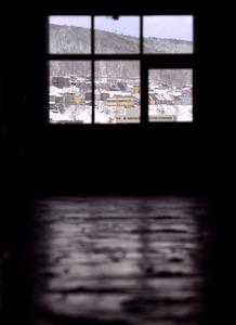 北海製罐小樽工場第三倉庫の中から見た小樽の雪景色=北海道小樽市
