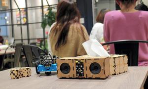 「テックパークキッズ」の子どもらがレーザーカッターを使ったり、プログラミングをしたりしてつくったスピーカーやティッシュケースなど=福岡市中央区今泉1丁目
