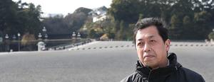 「天皇に会えば、どうしても感情が入る。研究者として、会うべきでないと思います」=皇居前、早坂元興撮影