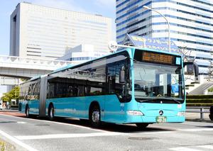 京成バスが千葉県の幕張新都心で運行しているBRTの車両(東京都、京成バス提供)
