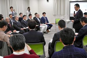 会議には、国や町の関係者が顔をそろえた=二本松市の浪江町役場二本松事務所