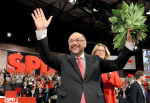 新たに社会民主党の党首に選ばれたシュルツ氏=AP