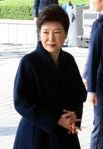 検察に出頭した韓国の朴槿恵(パククネ)前大統領=21日午前9時25分、ソウル、東亜日報提供