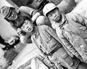 日本軍の捕虜になった中国の少年兵=1941年5月、中国・山西省