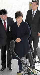 検察に出頭した韓国の朴槿恵前大統領=21日午前9時24分、ソウル、東亜日報提供