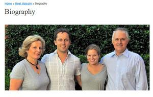 ターンブル首相のホームページで紹介されている家族写真。左からルーシーさん、長男アレックスさん、長女デージーさん、ターンブル首相