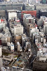 地価が大きく上昇した福岡市博多区博多駅前2丁目付近。奥はJR博多駅=21日午後3時22分、朝日新聞社ヘリから、長沢幹城撮影