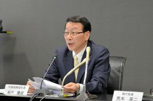 記者会見を開いたふくおかフィナンシャルグループの柴戸隆成社長=福岡市中央区