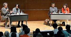 石牟礼文学について語る(左から)赤坂憲雄さん、町田康さん、いとうせいこうさん、赤坂真理さん=11日、東京都文京区