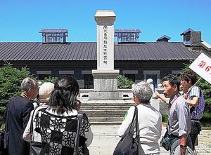 中国帰還者連絡会が1988年に撫順戦犯管理所跡に建立した謝罪碑=2010年6月20日、筆者写す