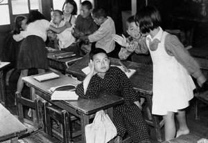 「海の子」という劇中の本人。「吉岡先生からは常にユーモアをもって話すことも教えられた。僕のあいさつはくそまじめにすることはほとんどない。原稿通りに話すのは英語の時だけ」=本人提供