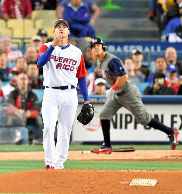 三回表米国無死一塁、プエルトリコ先発のルゴはキンスラーに中越えの先制本塁打を浴びる=諫山卓弥撮影