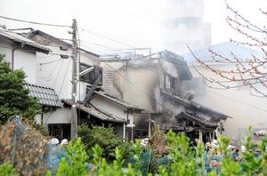 火災で焼けた民家=23日午前10時49分、東京都府中市本宿町1丁目、根津弥撮影
