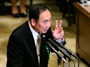 参院予算委での証人喚問で、民進党の福山哲郎氏の質問に答える森友学園の籠池泰典氏=23日午前11時25分、国会内、長島一浩撮影