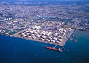 関西電力と石炭火力発電所の新設を計画していた東燃ゼネラル石油の千葉工場=千葉県市原市、東燃ゼネラル提供