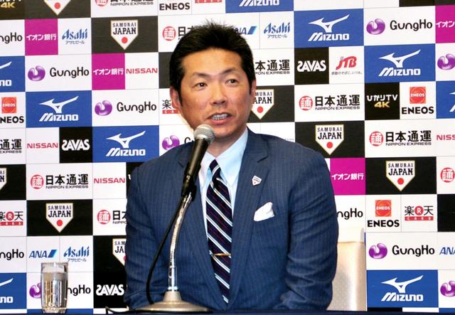 米国から帰国し、記者会見した日本代表の小久保監督