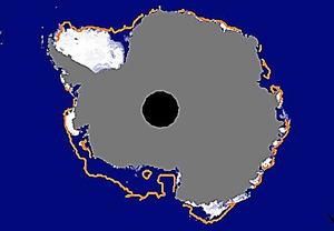 3月1日の南極域の海氷(白い部分)。大陸を囲う線は2000年代の同時期の平均的な海氷の広がり=極地研、JAXA提供