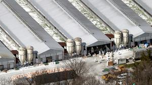 鳥インフルエンザウイルスが確認された養鶏場=24日午前10時10分、宮城県栗原市、本社機から、越田省吾撮影