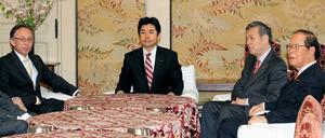 安倍晋三首相の妻昭恵氏と大阪府の松井一郎知事の証人喚問を求めることで一致した野党4党の国会対策委員長会談=24日午前、国会内、飯塚晋一撮影
