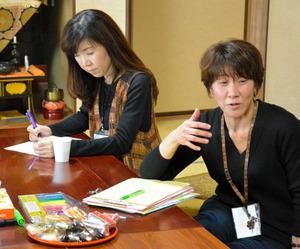 集いで話す和子さん(右)=山口市朝田