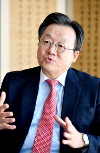 韓国の李俊揆駐日大使=東京都港区の韓国大使館、金居達朗撮影