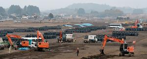 3月末に避難指示解除を控える地域では除染作業が急ピッチで進んでいた=2日、福島県浪江町谷津田、福留庸友撮影