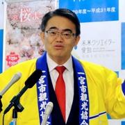 はっぴ姿が定番の愛知県知事、スーツで会見はどんな時?